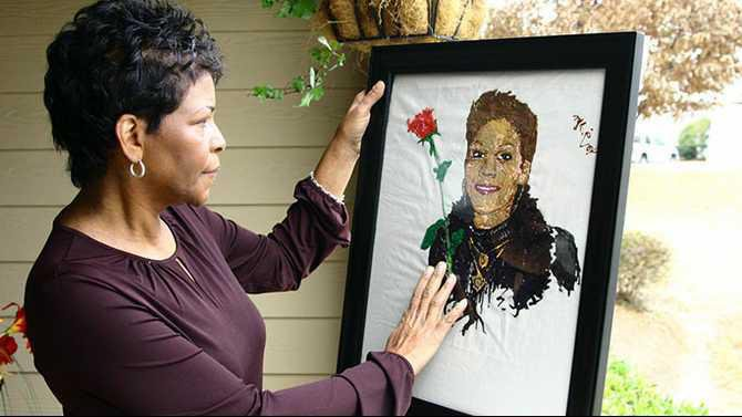 Lynda-Whitehead-with-Painting-of-Nikki-TWO.204336