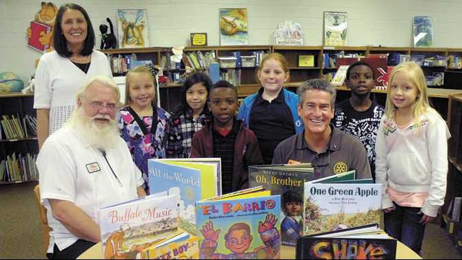 Rockdale-Rotary-reading-at-