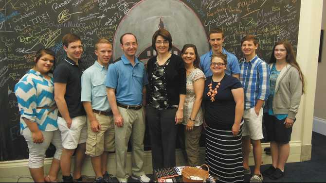 GCA-students-with-Congresswoman-Cathy-McMorris-Rodgers-and-Principal-Tim-Allen-to-her-left